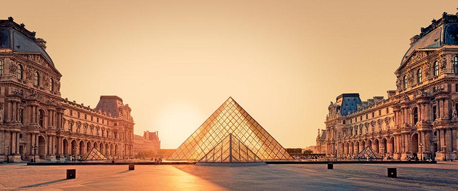 louvre-vue-de-la-pyramide-du-louvre.jpg